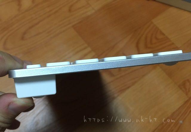 AnkerBluetoothウルトラスリムワイヤレスキーボードの本体側面