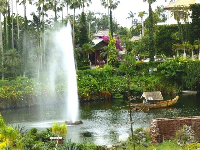 東南植物楽園の噴水裏側