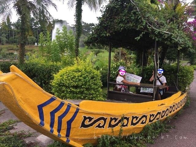 東南植物楽園の入り口付近の船