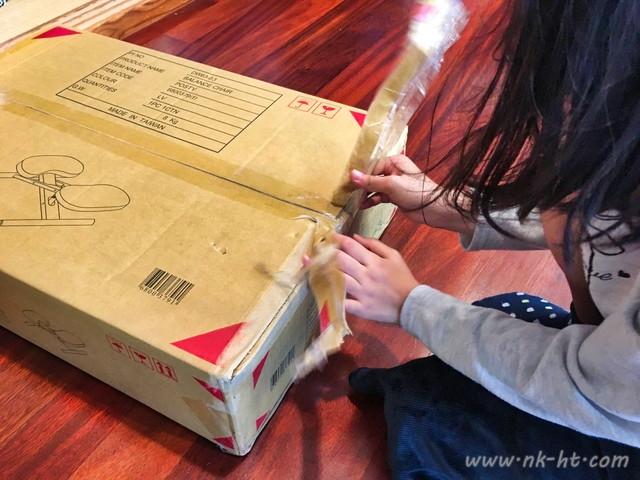 子供たちの勉強椅子として買ったニトリのバランスチェアを開封します