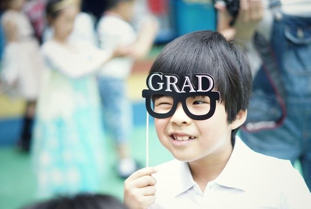 子供用のブルーライトカットのメガネを選ぼう