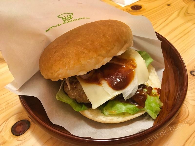 コメダ珈琲店沖縄糸満店のドミグラスハンバーガー