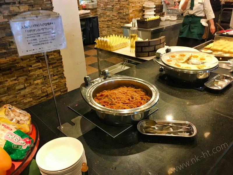 かりゆしアーバンリゾート・ナハの朝食ビュッフェにはパスタやフレンチトーストもあります