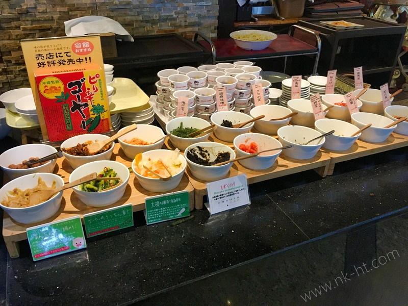 かりゆしアーバンリゾート・ナハの朝食ビュッフェの中華がゆのトッピングもたくさんあります。