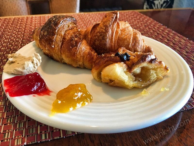 かりゆしアーバンリゾート・ナハの朝食ビュッフェのデニッシュやパン